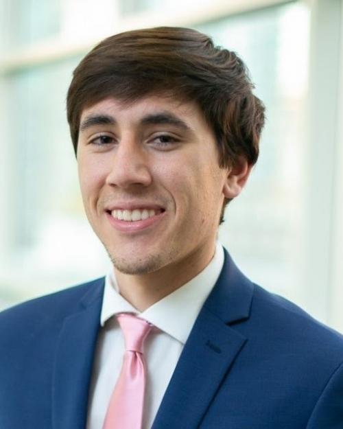 Undergraduate Thiago Esslinger